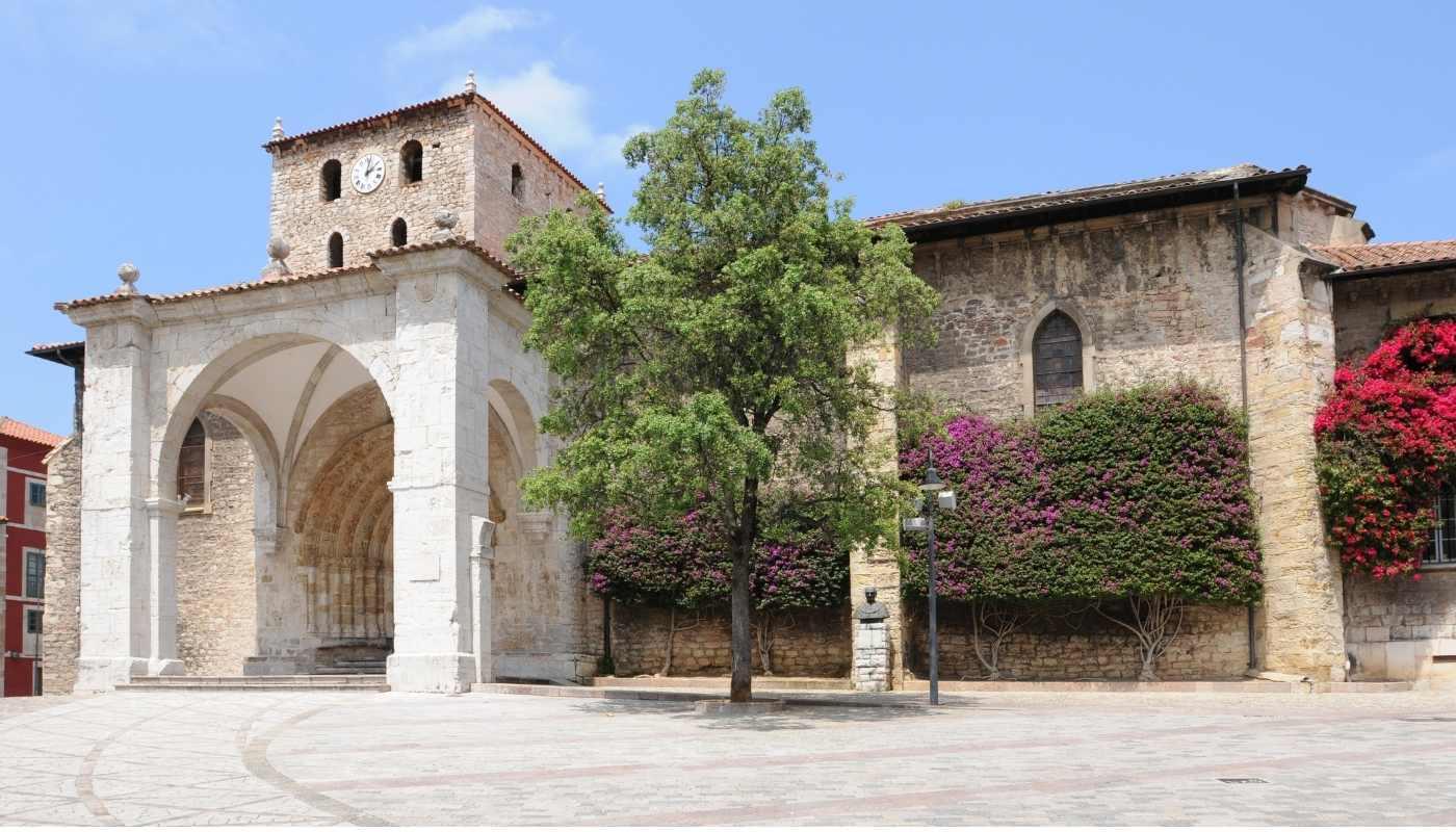 La Basílica de Santa María de la Asunción o del Conceyu LLANES
