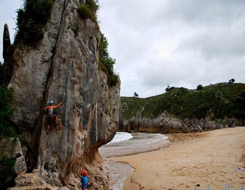 escalada en cuevas del mar